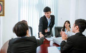 Hướng dẫn cách giới thiệu bản thân trong ngày đầu đi làm cho sinh viên mới ra trường