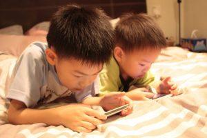 Cuộc chiến không có hồi kết của con trẻ giữa việc học và chơi
